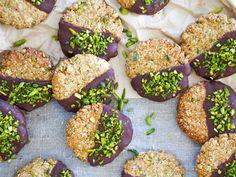 Almond pistachio oat cookies