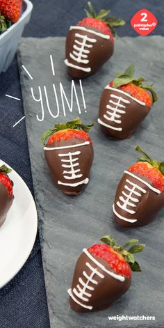 These mini chocolate strawberry footballs are sure to score big on Game Day. Gather up some chocolate and strawberries for this 2 PointsPlus Value treat!
