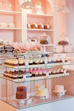 Peggy Porschen Cakes, www.peggyporschen… - New Deko Sites Patisserie Paris, Patisserie Design, Logo Patisserie, Mini Patisserie, Boutique Patisserie, Decoration Patisserie, Bakery Design, Bakery Store, Home Bakery