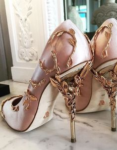 Amazing with this fashion pumps! get it for 2016 Fashion Christian Louboutin Pumps for you! Pretty Shoes, Beautiful Shoes, Cute Shoes, Me Too Shoes, Beautiful Images, Gorgeous Heels, Awesome Shoes, Dream Shoes, Crazy Shoes