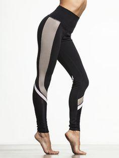Elevate Legging by ALO YOGA in Black/Gravel Glossy/White/Black