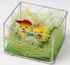 Påske Kyllinger i Rede med Æg 8 cm - Single. Sød dekoration til påskebordet.