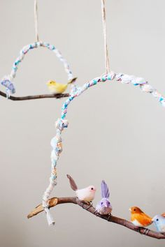 diy: sweet bird hanging so cute for kids room decoration Diy For Kids, Crafts For Kids, Arts And Crafts, Bird Mobile, Branch Mobile, Branch Decor, Bird Branch, Paperclay, Blog Deco