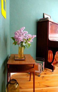 Der Mai auf SoLebIch | SoLebIch.de #interior #summer #realhomes #flieder #flowers #bluewall #wandfarbe