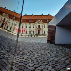 "marek sliwecki auf Instagram: ""reflection • • • • #berlin #batpixs_germany #ig_berlin#berlingram #dasechteberlin #nabendberlin #ihavethisthingwithberlin…"" Berlin, Museum, Mansions, House Styles, Instagram, Home Decor, Decoration Home, Manor Houses, Room Decor"