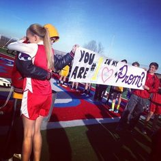 YES. winning the race and going to prom. best promposal ever. YES. winning the race and going to prom. best promposal ever. Cute Homecoming Proposals, Hoco Proposals, Wedding Proposals, Homecoming Ideas, Prom Posals, High School Musical, Dance Dresses, Prom Dresses, Formal Dresses
