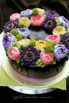 This is the most gorgeous buttercream flowers I've ever seen Buttercream Decorating, Cake Decorating Tips, Cookie Decorating, Gorgeous Cakes, Pretty Cakes, Amazing Cakes, Super Torte, Buttercream Flower Cake, Bolo Cake