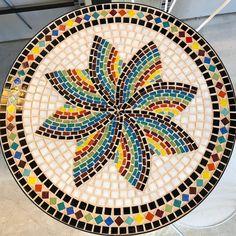 70 cm diameter table with central leg Mosaic Pots, Mirror Mosaic, Mosaic Diy, Mosaic Garden, Mosaic Crafts, Mosaic Projects, Mosaic Wall, Mosaic Glass, Mosaic Tiles