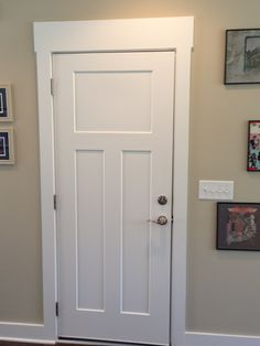Door Casing Styles Of Crown Molding Pictures And Craftsman Style Baseboard Door In White Craftsman Interior Doors, Craftsman Style Interiors, Craftsman Window Trim, Interior Door Trim, Craftsman Frames, Baseboard Styles, Baseboard Trim, Baseboards, Window Casing
