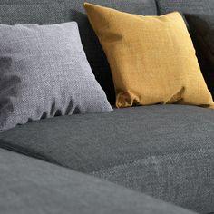 Jeśli Twoje wnętrze urządzone jest w stylu minimalistycznym, to podpowiemy Ci, że tkanina TRECCIA subtelnie podkreśli jego design 👌 Throw Pillows, Bed, Home, Toss Pillows, Cushions, Stream Bed, Ad Home, Decorative Pillows, Homes