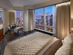 The Mandarin Oriental in New York has just unveiled its lavish signature suite, Suite 5000. Located on the hotel's 50th floor, the luxury suite promises to offer residents two fabulous experiences; great views of New York City, and a bespoke cultural experience.