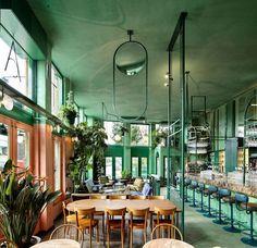 """In Amsterdam hat Studio Modijefsky die """"Bar Botanique"""" gestaltet. Das Ergebnis? Ein regelrechtes Tropenparadies!"""