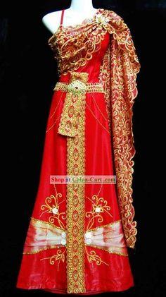 Traditional Thailand Wedding Dress for Bride costume gown costume red. Thailand Outfit, Thailand Fashion, Thai Wedding Dress, Red Wedding Dresses, Thailand National Costume, Couture Dresses, Fashion Dresses, Wedding Tux, Wedding Ideas