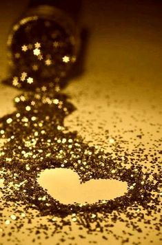 Find images and videos about heart, wallpaper and gold on We Heart It - the app to get lost in what you love. Sparkle Wallpaper, Heart Wallpaper, Flower Wallpaper, Wallpaper Backgrounds, Glitter Lips, Glitter Eyeshadow, Silver Glitter, Golden Glitter, Glitter Makeup