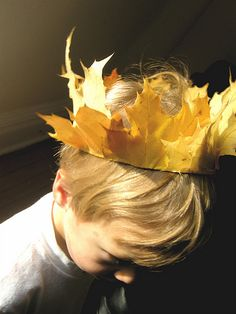 21 DIY Creative Colorful Leaves Fall Craft Ideas for Classroom Activities # # Diy For Kids, Cool Kids, Crafts For Kids, Autumn Crafts, Nature Crafts, Leaf Crown, Fall Halloween, Halloween Party, Autumn Leaves