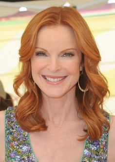 Marcia Cross Marcia Cross is most certainly not a desperate housewife! This actress is anything but desperate. She sticks to a vibrant shade of red to keep her look fresh. To complement her bright hair color, she styles it with loose medium curls.