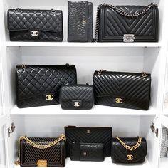 Choosing The Perfect Handbag That's Suitable For All Season - Best Fashion Tips Chanel Le Boy, Chanel Shoes, Chanel Handbags, Purses And Handbags, Chanel Bags, Luxury Bags, Luxury Handbags, Zapatillas Louis Vuitton, Sacs Design