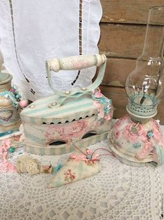 Pin by Laurie S Johnson on Shabby Chic Shabby Chic Blog, Shabby Chic Crafts, Shabby Chic Pink, Vintage Shabby Chic, Shabby Chic Style, Shaby Chic, Shabby Chic Furniture, Cottage Chic, Decorative Boxes