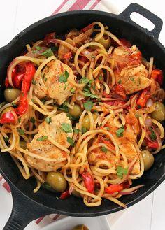 One Pot Basque Chicken with Red Potato Noodles - spiralizer Noodle Recipes, Veggie Recipes, Paleo Recipes, Healthy Dinner Recipes, Chicken Recipes, Cooking Recipes, Taco Chicken, Veggie Meals, Veggie Dishes