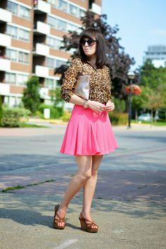 salmon pleated skirt + leopard print scarf + cognac wedges