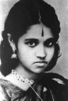 Amma (Mata Amritanandamayi Devi) in the early days ... No ordinary girl ...