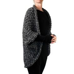 cozy sweater pattern using super bulky Shrug Knitting Pattern, Vest Pattern, Easy Knitting, Loom Knitting, Knitting Patterns Free, Free Pattern, Cowl Patterns, Oversized Knit Cardigan, Knitted Poncho