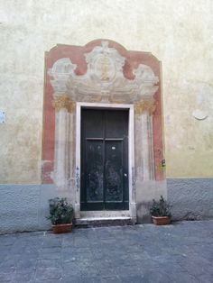 Another lovely entrance in Genoa Old Town from www.atthepinkhouse.tumblr.com
