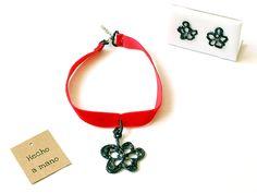 Conjunto collar y pendientes vintage en silicona líquida pintada a mano usamos materiales reciclados o upcyling