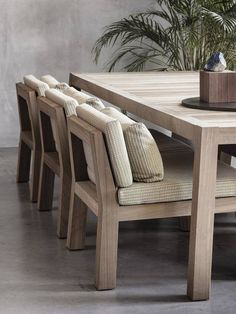 teak outdoor furniture style ideas that will certainly make your outdoor area looks cozy 00003 Outdoor Furniture Design, Diy Garden Furniture, Teak Furniture, Patio Furniture Sets, Furniture Layout, Furniture Decor, Luxury Furniture, Modern Furniture, Smart Furniture