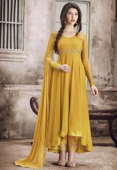 Anarkali Suits (अनारकली) - Explore the latest collection of Designer Indian Anarkali Suits and Dresses for Women Online in India. ✓Cash on Delivery ✓Latest Designs ✓ Best Anarkali Suits Price Designer Salwar Kameez, Designer Anarkali, Salwar Kameez Online, Shalwar Kameez, Salwar Designs, Blouse Designs, Mehndi Designs, Indian Designer Outfits, Indian Outfits
