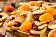 ¿Cómo preparar frutas deshidratadas para la merienda?