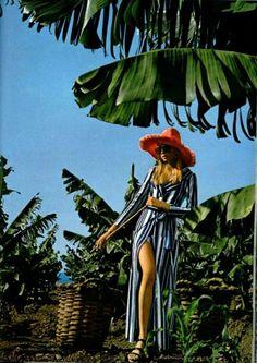 L'officiel magazine, 1971 Seventies Fashion, 70s Fashion, Fashion Shoot, Fashion History, Editorial Fashion, Vintage Fashion, Hippie Fashion, High Fashion, Look Vintage