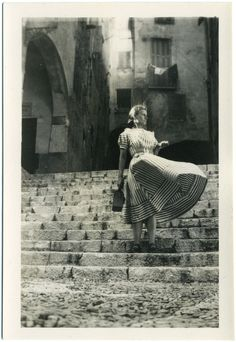 dress - stairs - wind. ca. 1950