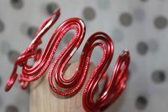 Bracelet réglable grandes vagues fils d'aluminium couleur rouge : Bracelet par mado-lyne-s