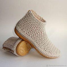 KREIS häkeln / IN RUNDEN häkeln / Rundes Kissen häkeln / für Anfänger - Cro. Crochet Sandals, Crochet Shoes, Crochet Slippers, Crochet Boots Pattern, Shoe Pattern, Crochet Patterns, Diy Crafts Crochet, Knit Shoes, Crochet Stitches