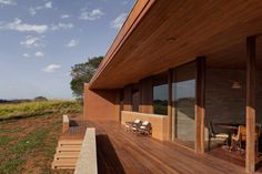 More rammed-earth walls were built further from the house to protect it and buffer from strong winds that pass through the site – mirroring a concept T Ryan Architecture also used for a rural house in Virginia. Rammed Earth Homes, Rammed Earth Wall, Tiny House, Off Grid House, Rural House, Old Technology, Architecture Art Design, Roof Structure, Natural Building