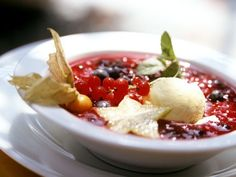Rote Grütze ist ein Rezept mit frischen Zutaten aus der Kategorie Obst. Probieren Sie dieses und weitere Rezepte von EAT SMARTER!