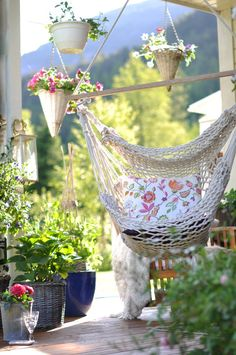 Oooooh, yes please… I would like to read here all afternoon. :)