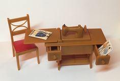 Renwal Treadle Sewing Machine vintage Dollhouse Miniature