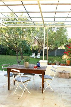 Die somer is amper hier – tyd om jou stoep se vere reg te skud! [divider] Ons Suid-Afrikaners is. Relaxation Station, Outside Living, Outdoor Furniture Sets, Outdoor Decor, Outdoor Projects, Cool Pictures, Pergola, Living Spaces, Exterior