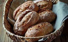 Yedi tahıllı un karışımından hazırlanan cevizli ve yeşil zeytinli tam tahıllı küçük sandviç ekmekleri lezzetli olduğu kadar sağlıklı da.