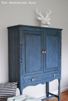 A deep blue milk paint cabinet – The Weathered Door. Color for desk redo! Milk Paint Cabinets, Cabinet Paint Colors, Blue Cabinets, Painting Cabinets, China Cabinets, Cupboards, 2nd Hand Furniture, Cool Furniture, Furniture Ideas