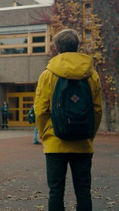 Jonas Kahnwald Dark Yellow Hooded Jacket On UsaJacket Netflix Series, Series Movies, Movies And Tv Shows, Netflix 2017, Series Net, Best Series, Favorite Tv Shows, Best Tv Shows, Louis Hofmann