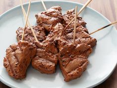 Garlic-Mustard Grilled Beef Skewers Recipe : Bobby Flay : Food Network - Liberally coat cubed beef tenderloin with this tangy glaze for a healthy barbecue option that's sure to impress. Healthy Grilling, Grilling Recipes, Beef Recipes, Cooking Recipes, Cooking Food, Cooking Venison, Vegetarian Barbecue, Grilling Tips, Gourmet