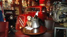 auto-passionFan de tuning, de Formule 1, ou de belles carrosseries, c'est fait pour vous. Idéal pour un diner romantique. Ou pas. Adresse : 197 boulevard Brune 75014 Paris - www.versionvoyages.fr - Version Voyages