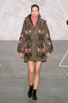 Pin for Later: Holly Fulton Enjoys Life in Mono For Autumn/Winter 2016 Holly Fulton Autumn/Winter 2016
