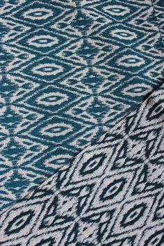 Superbe Tissu jacquard bleu turquoise et blanc double face réversible 1,50 m de large : Tissus Habillement, Déco par saviane