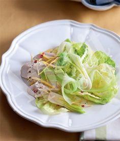 Hlávkový salát s kuřetem & jarní cibulkou recept - ApetitOnline.cz Cabbage, Vegetables, Food, Essen, Cabbages, Vegetable Recipes, Meals, Yemek, Brussels Sprouts