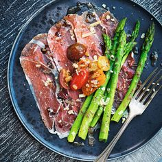 Lchf, Fine Dining, Asparagus, Sweet Tooth, Steak, Veggies, Food, Pigeon, Studs