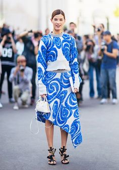 Hanneli Mustaparta stuns in a swirly blue sweater and matching raw-hem asymmetrical skirt Fashion Prints, Fashion Design, Street Chic, Street Fashion, Paris Fashion, Couture, Who What Wear, Get Dressed, Style Inspiration